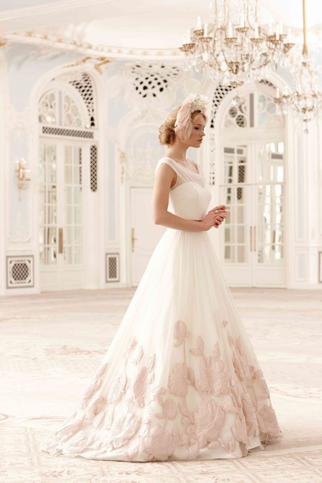 made-you-blush-why-this-super-shade-is-the-wedding-colour-for-2014-Sassi-Holford-2014_Matilda