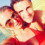 towies-billie-faiers-reveals-she-is-engaged-to-greg-shepherd-selfie