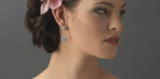 tropical-destination-wedding-heres-how-to-choose-your-accessories-Nahla-Flower-Clip--Model-Shot-39.99