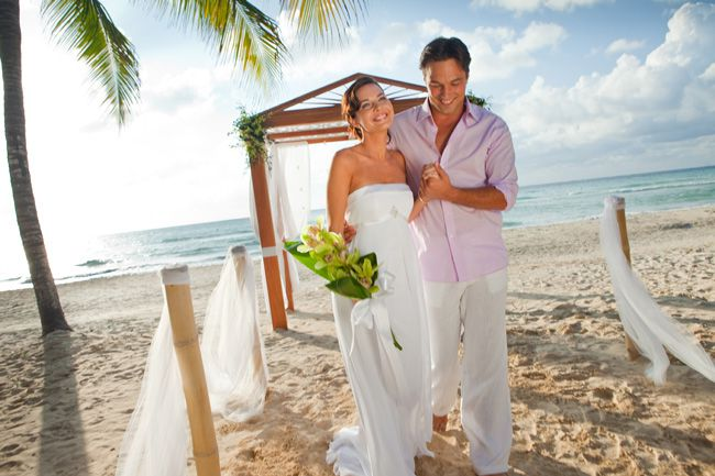 tropical-destination-wedding-heres-how-to-choose-your-accessories-couples-resorts-wedding-package-celestial-couple-2