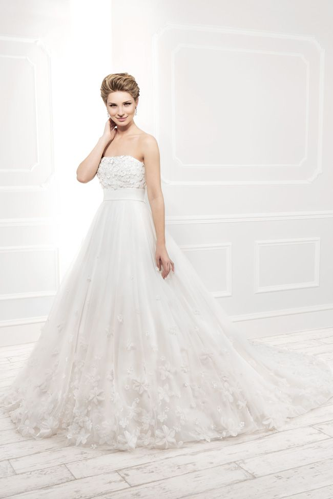 20-of-the-best-wedding-dresses-with-flowers-for-2014-Ellis-11401_RGB
