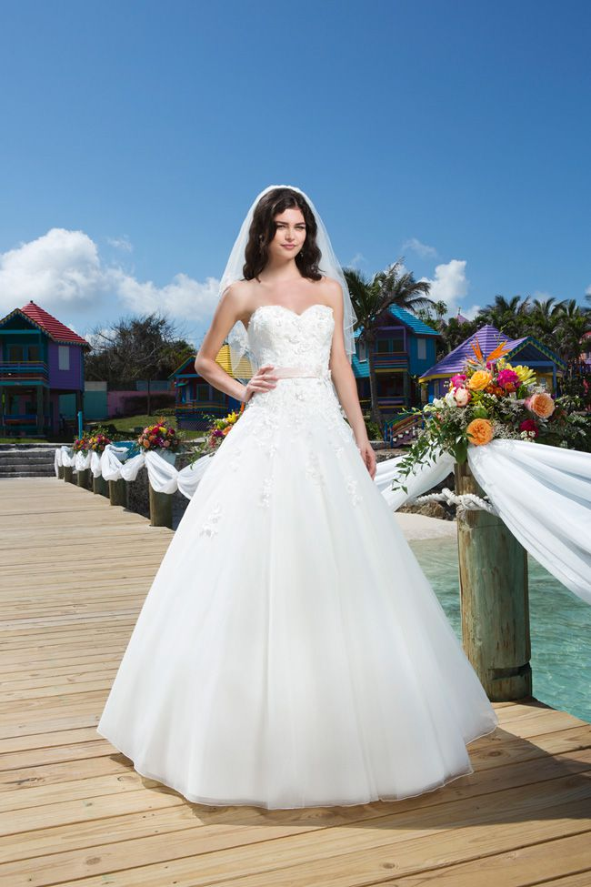 20-of-the-best-wedding-dresses-with-flowers-for-2014-Sincerity-3775_001