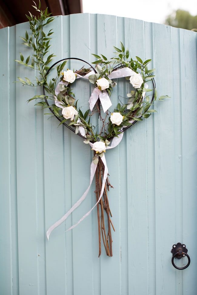21 ways to decorate your wedding venue with flowers © katherineashdown.co.uk