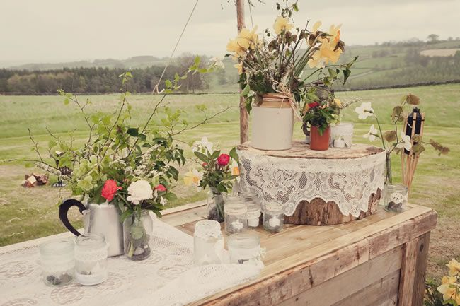 21 ways to decorate your wedding venue with flowers © lissaalexandraphotography.com