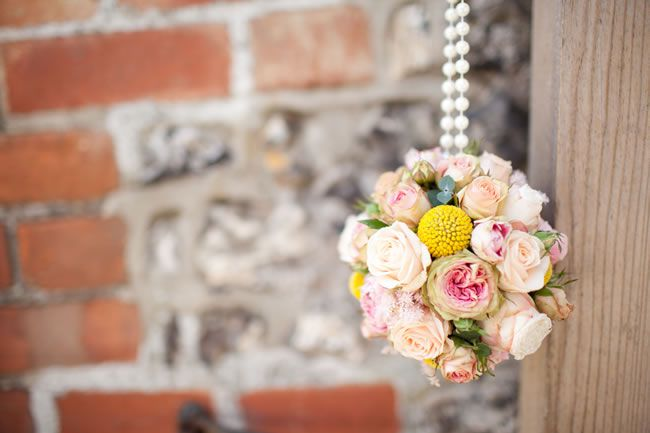 21 ways to decorate your wedding venue with flowers © navyblur.co.uk