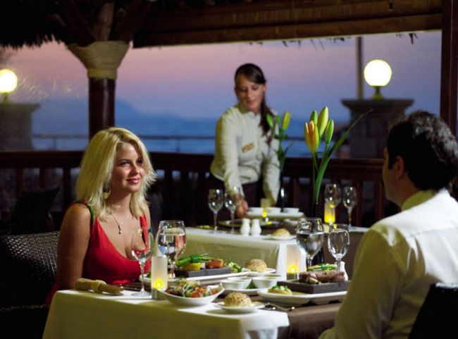 4-of-the-best-honeymoon-locations-for-foodie-couples-crete-aromastonegrill