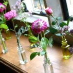 7-savvy-wedding-flowers-for-a-small-budget-Dahlias-feat