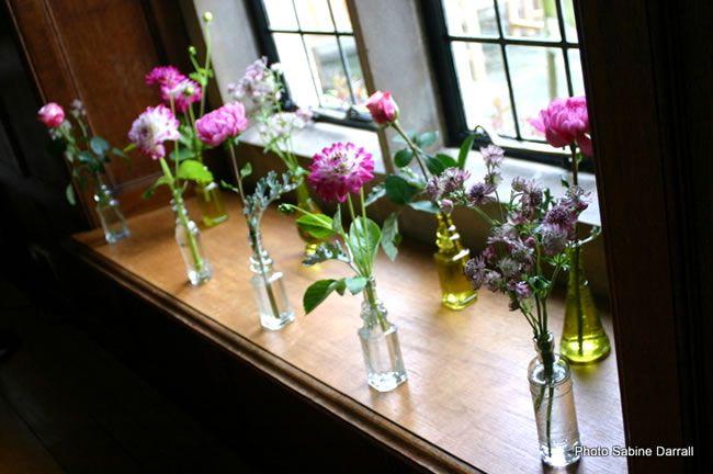 7-savvy-wedding-flowers-for-a-small-budget-Dahlias