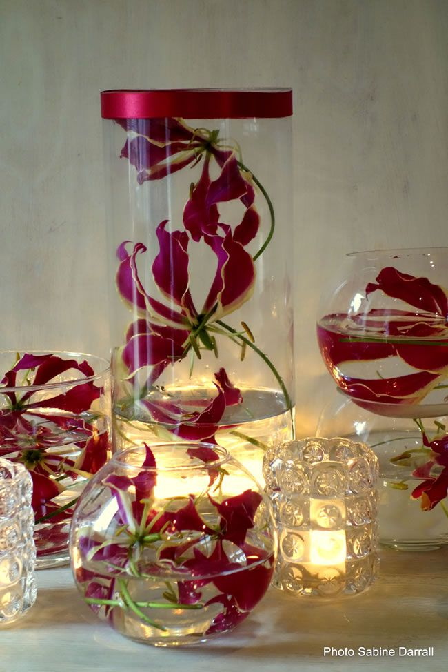 7-savvy-wedding-flowers-for-a-small-budget-Gloriosa-lily