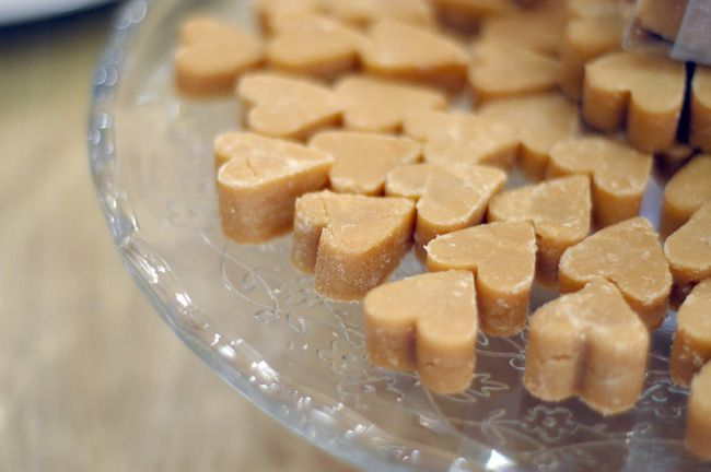 9-incredible-edible-wedding-favours-your-guests-will-love-Fudge-Hearts-4for1-www.etsy.com_shop_PhilRao