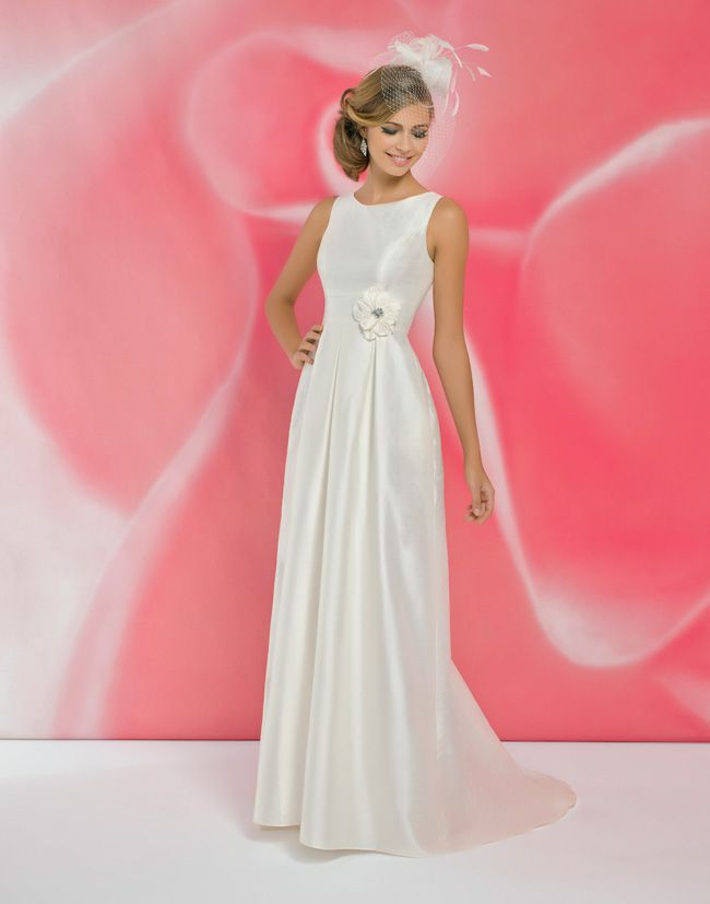 alexias-new-ivory-dress-collection-is-perfect-for-last-minute-brides-I100