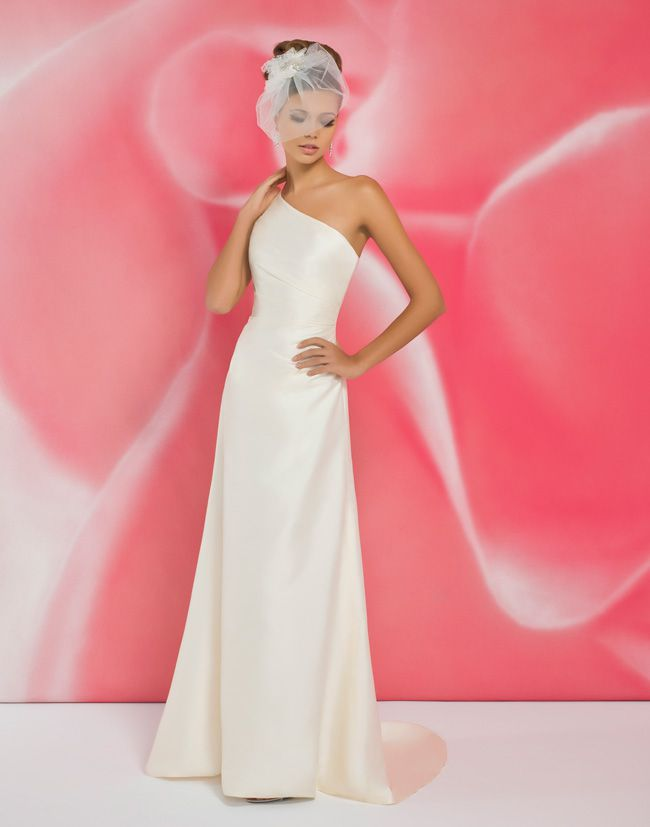 alexias-new-ivory-dress-collection-is-perfect-for-last-minute-brides-I102