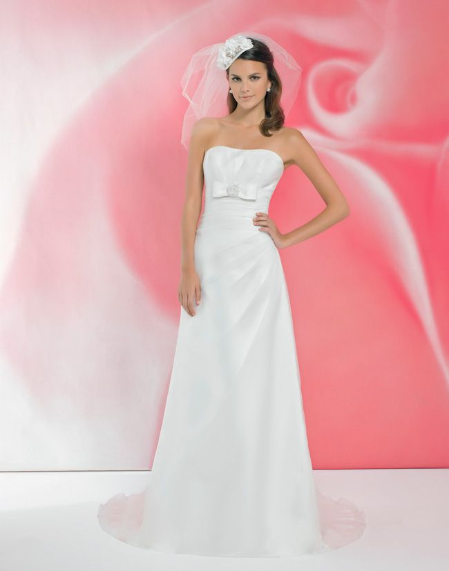 alexias-new-ivory-dress-collection-is-perfect-for-last-minute-brides-I106