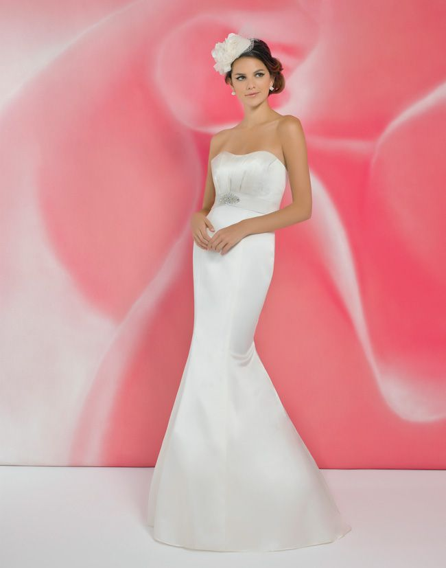 alexias-new-ivory-dress-collection-is-perfect-for-last-minute-brides-I110