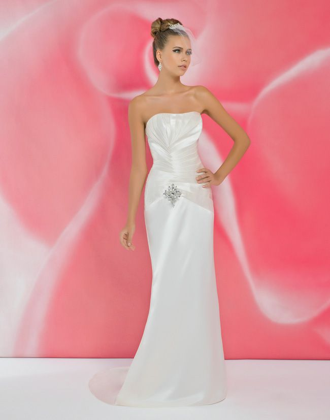 alexias-new-ivory-dress-collection-is-perfect-for-last-minute-brides-I111