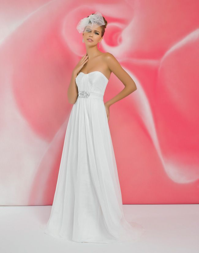 alexias-new-ivory-dress-collection-is-perfect-for-last-minute-brides-I113