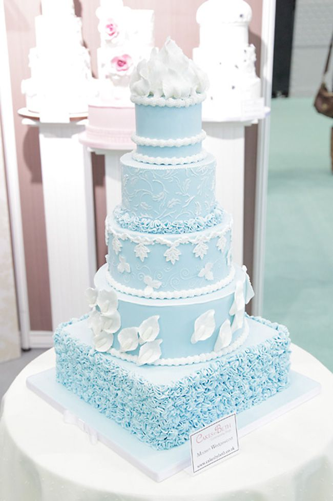 brilliant-bridal-finds-from-the-national-wedding-show-in-manchester-blue-cake