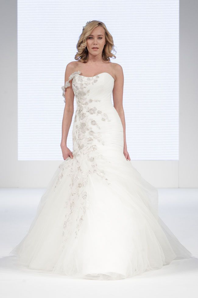 brilliant-bridal-finds-from-the-national-wedding-show-in-manchester-catwalk_065