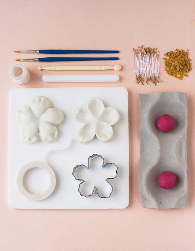 diy-wedding-cake-tutorial-how-to-make-peony-cake-decorations-2