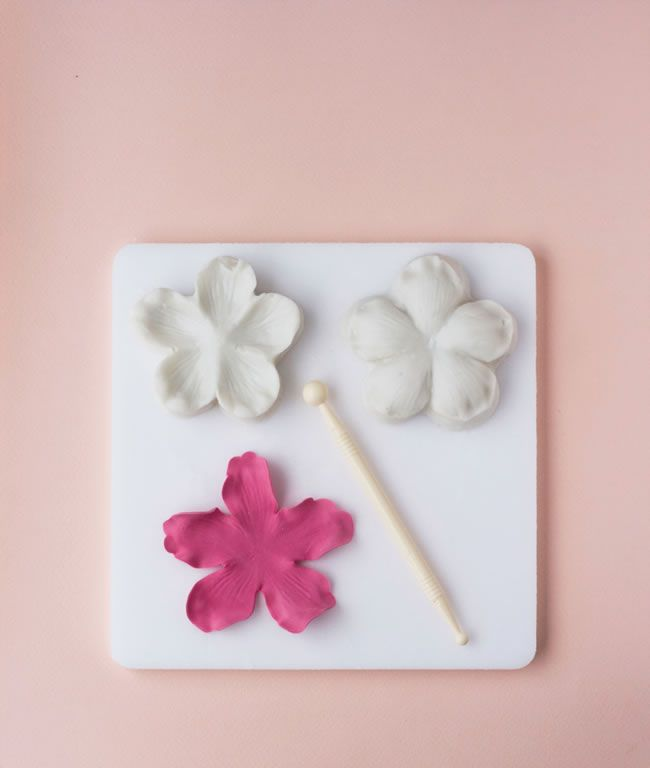 diy-wedding-cake-tutorial-how-to-make-peony-cake-decorations-5