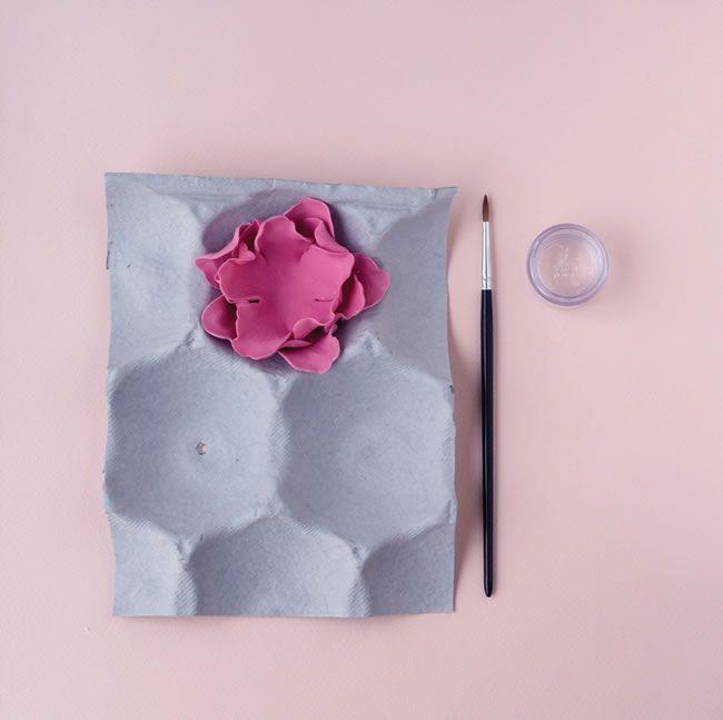 diy-wedding-cake-tutorial-how-to-make-peony-cake-decorations-7