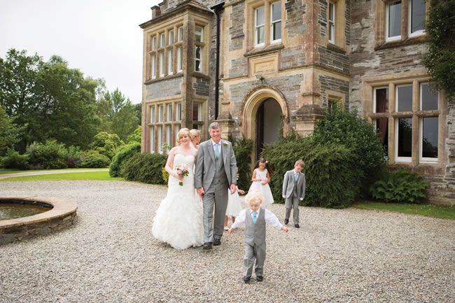 elvis-presley-fans-danielle-and-marc-had-a-pretty-pastel-wedding-theme-gwenterphotography.co.uk-175