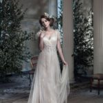 how-to-choose-a-hairstyle-to-match-your-wedding-dress-ianstuart-bride.com-Midsummer-Dream