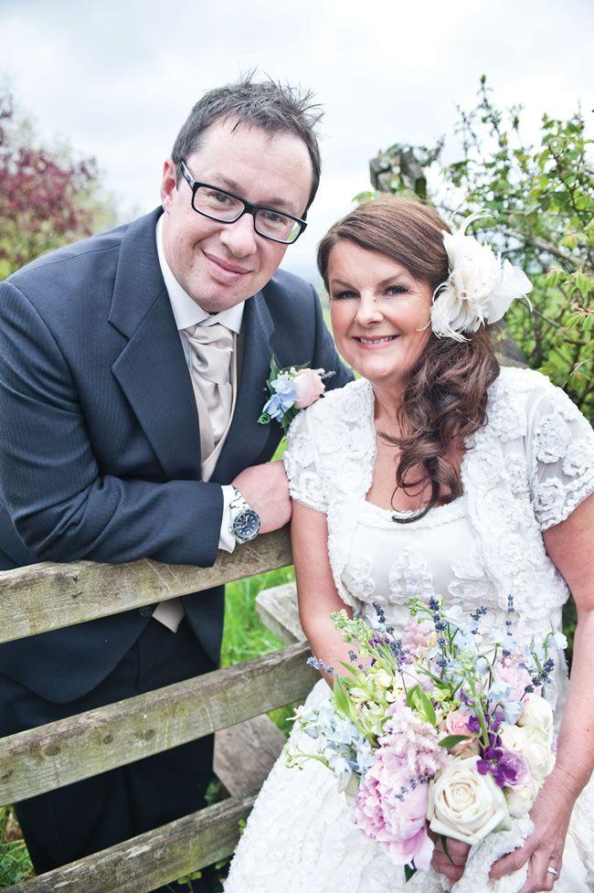 Joanne and Fraser's cute country garden wedding © eleanorjaneweddings.co.uk