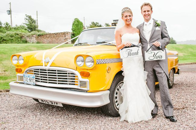 14-ways-to-look-fabulous-in-your-wedding-photographs-HOLD-SOMETHING-jayrowden.com