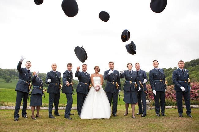 20-fun-wedding-photo-ideas-for-your-bridal-party-Green-Photographic