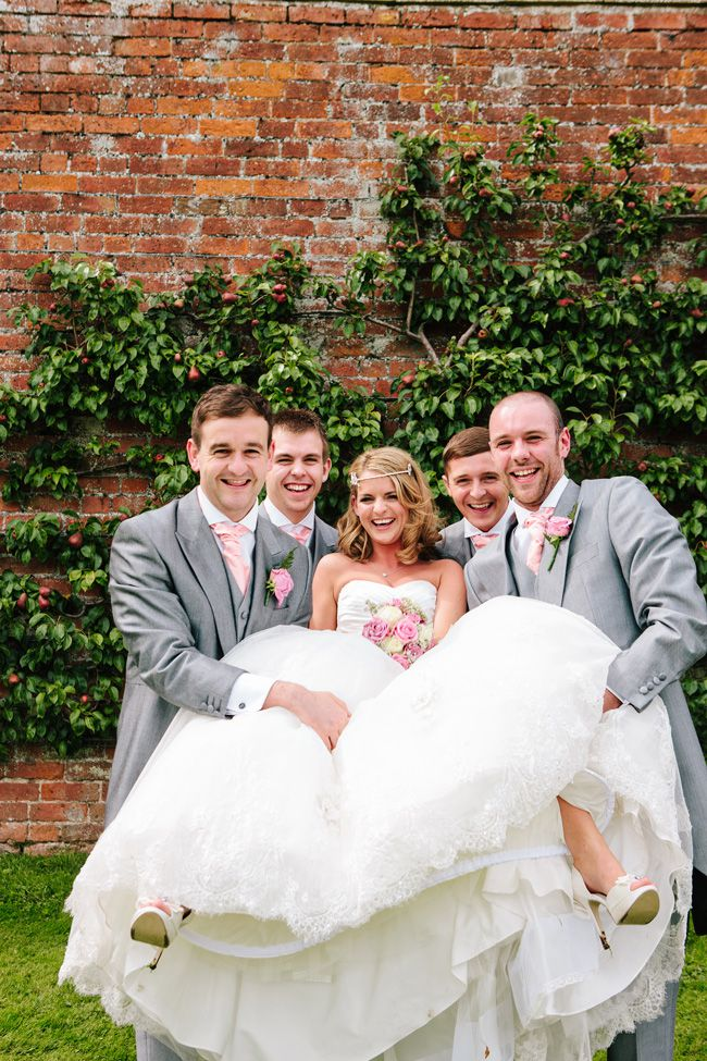 20-fun-wedding-photo-ideas-for-your-bridal-party-marriageisthebomb.com--family-groups_095