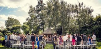 4-romantic-rustic-wedding-locations-at-south-farm-in-hertfordshire-SUMMER-HOUSE---Peartree-Pictures-(3)