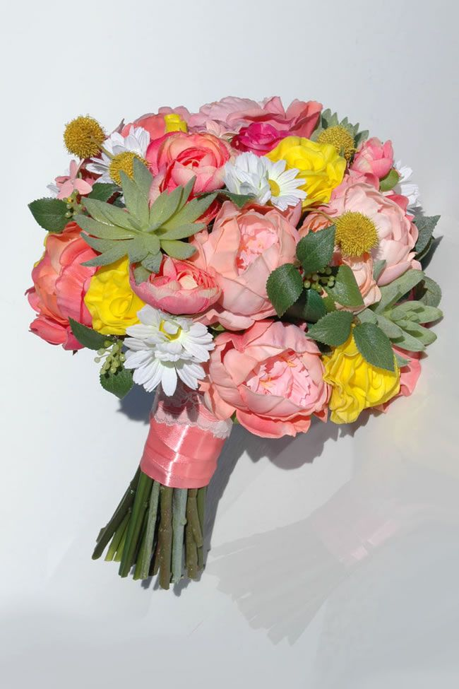 5-beautiful-wedding-bouquet-ideas-for-spring-with-a-twist-WI-2