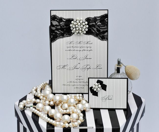 5-elegant-finishing-touches-for-a-vintage-wedding-theme-brooches