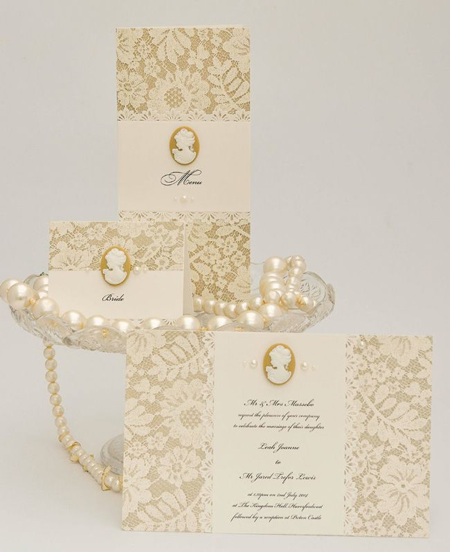 5-elegant-finishing-touches-for-a-vintage-wedding-theme-cameo-2