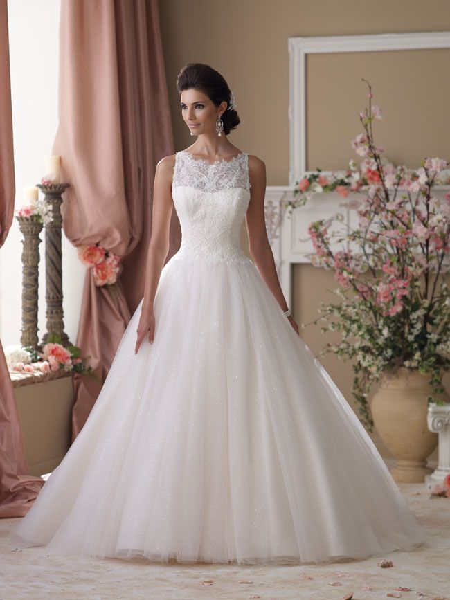 5-wedding-dresses-that-will-make-you-look-slimmer-in-seconds-114273_052_Hero