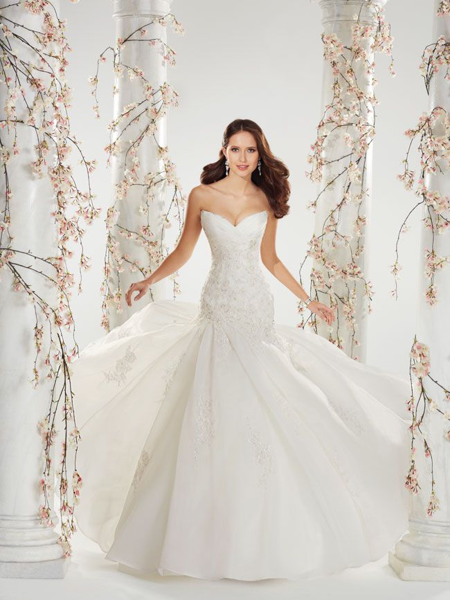7-picture-perfect-wedding-dresses-from-sophia-tolli-Y11407