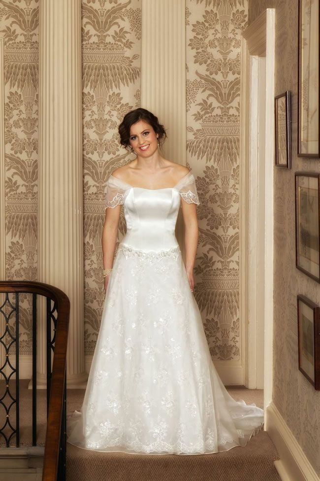 Qiana-Bridal-Love-and-Romance-Collection-Helena
