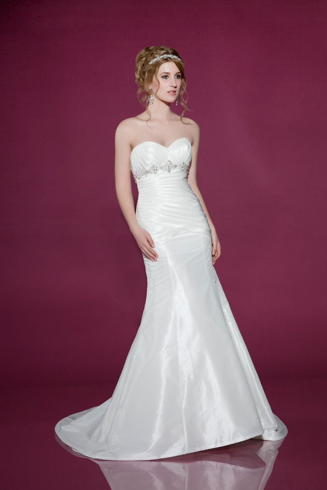 dos-and-donts-for-buying-wedding-dresses-for-the-beach-2439-Front