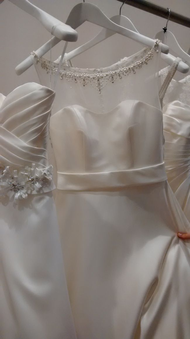 hot-off-the-catwalk-2015-wedding-dress-trends-White-Kelsey-Rose