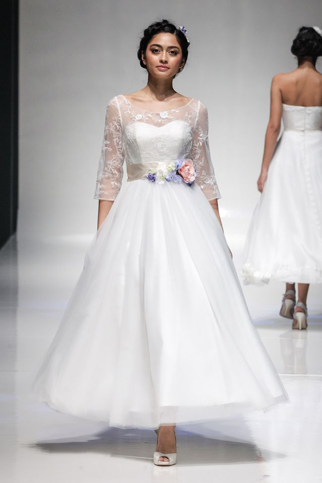 hot-off-the-catwalk-2015-wedding-dress-trends-revealed-MIJ