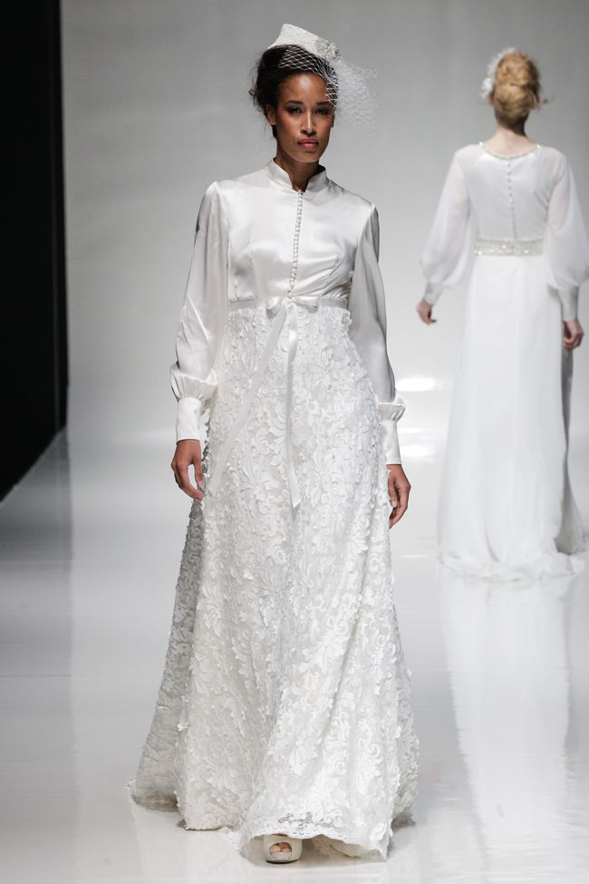 hot-off-the-catwalk-2015-wedding-dress-trends-revealed-alan-sleeves
