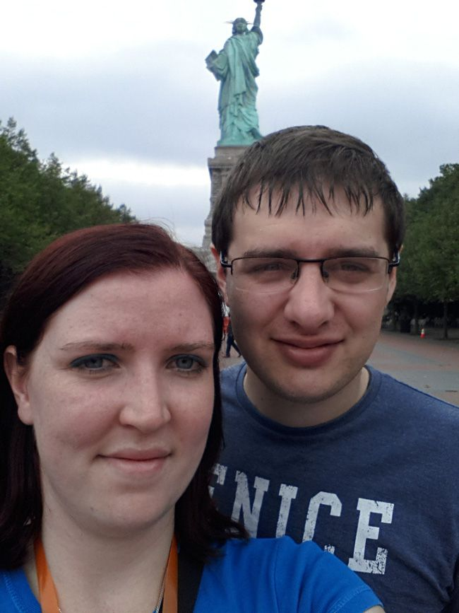 love-in-the-big-apple-a-real-life-honeymoon-in-new-york-Statue-of-Liberty