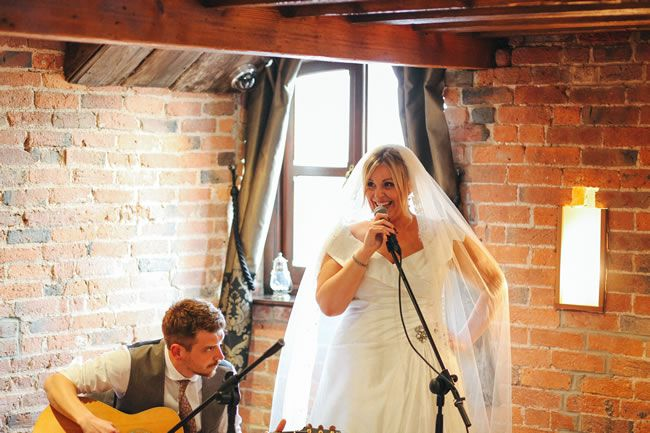 music-for-weddings-doesnt-have-to-be-traditional-take-a-look-at-these-fun-ideas-dotmoxee.com