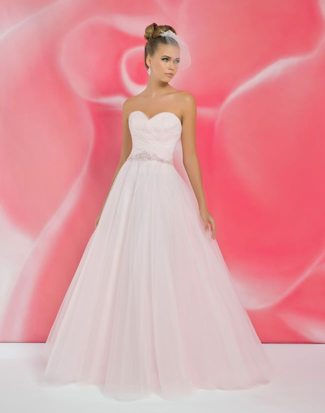 12-of-the-most-beautiful-wedding-dresses-for-under-1000-alexia-ivory-I105-£400