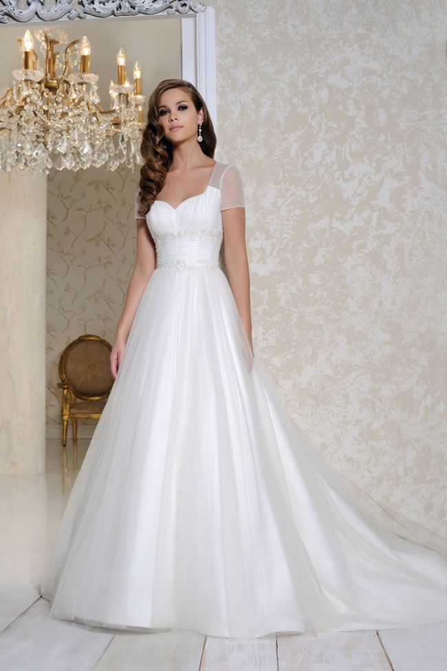 12-of-the-most-beautiful-wedding-dresses-for-under-1000-benjaminroberts.co.uk-2517-£985