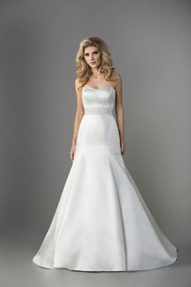 12-of-the-most-beautiful-wedding-dresses-for-under-1000-jasminebridal.com-F161051-£890
