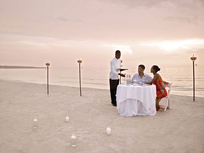 5-ways-that-couples-resorts-can-help-you-have-a-chilled-out-honeymoon-Private-Dinner