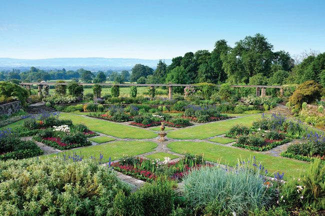 50-of-the-best-uk-wedding-venues-part-1-HESTERCOMBE-GARDENS