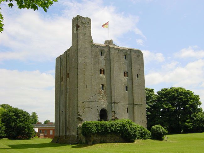 50-of-the-best-uk-wedding-venues-part-2-Hedingham-Castle
